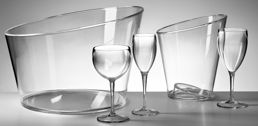 Transparante ijsemmers en transparante plastic champagneglazen